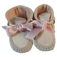 Ideal Soft White Leather Baby Shoes Booties with Pink Ribbon and Lining 7488