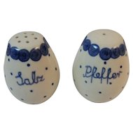 Polish Pottery Salt and Pepper Shakers Salz and Pfeffer Tableware Polka Dot Pattern