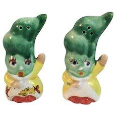 Anthropomorphic Vegetable Salt and Pepper Shakers Veggie Lettuce Head Waving Hands Corpus Christi Souvenirs