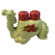 Psychedelic Colors Hard Plastic Camel Salt and Pepper Shaker Humps Vintage Kitsch