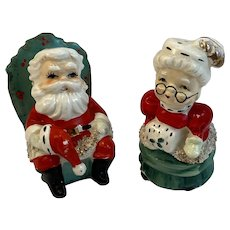 Lefton Santa and Mrs Claus Salt and Pepper Shakers Vintage Christmas 071
