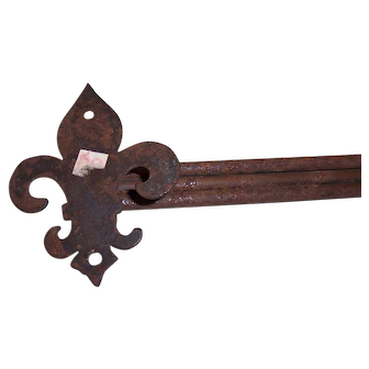 Cast Iron Triple Rod Towel Holder with Fleur-de-Lis Accent