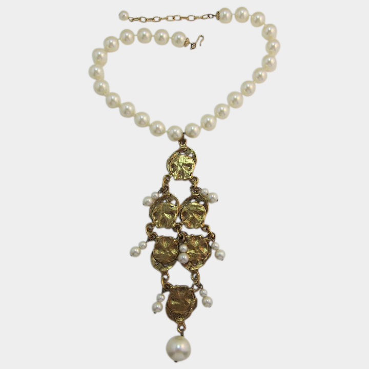 e3c640c2e4858 Dramatic Gold-tone Dangling Bib Necklace with Imitation Pearls