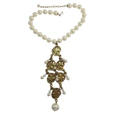 Dramatic Gold-tone Dangling Bib Necklace with Imitation Pearls