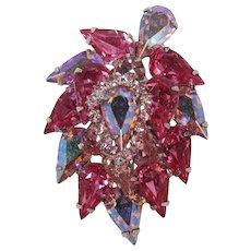 Pristine Weiss Pink Rhinestone Brooch