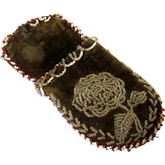 Floral Beaded Watch Pocket in Shoe-Form, 19th Century