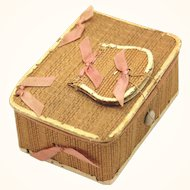 Classic Small Shaker Sewing Box of Poplar, Silk & Leather, late 19th Century