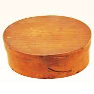 Beautiful Small Oval Shaker Box with Lapping & Copper Nails, late 19th Century