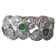 Pretty Vintage Three Trillium Flower Sterling Silver & Green CZ Band Ring