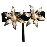 Pretty Vintage Damascene Enamel & Faux Pearl Star Flower Earrings