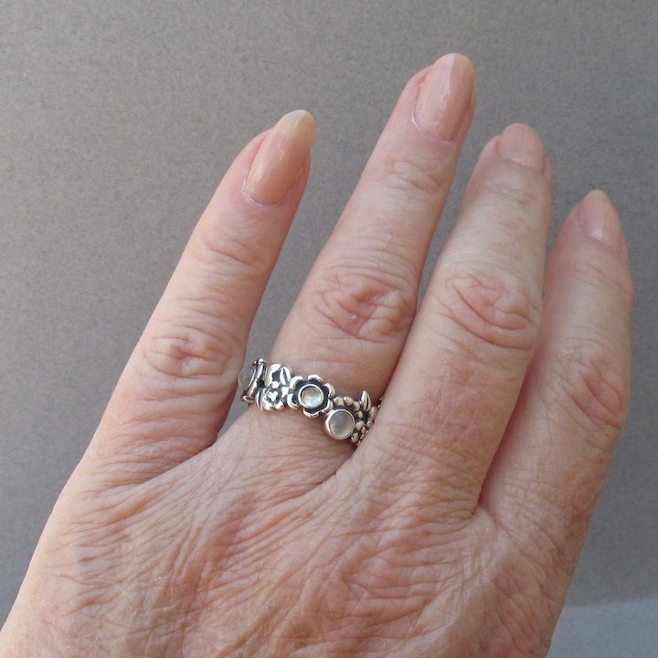 09366997f Pandora ALE Retired MOONSTONE Sterling Silver Flower Band Ring