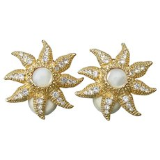 Glittering R. J. Graziano Vintage Gold Tone Rhinestone & Mother-of-Pearl Star Fish Clip Earrings