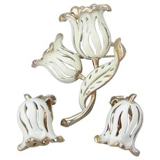 Signed LISNER Vintage 1960's MOD Cream Enamel Tulip Pin & Earrings Set