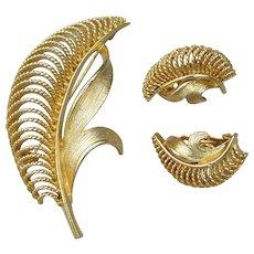Signed LISNER 1960's Vintage Gold Tone Modernist Leaf Pin & Earrings Set, MINT!