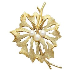 Signed Crown TRIFARI Vintage 1960's Faux Pearl Leaf Pin