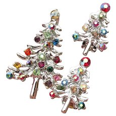 Pretty Vintage Christmas Tree Pin & Earrings Set Silver Tone & Multi Color Rhinestone