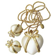 Joan Rivers Vintage CAPTURED HEART Faux Pearl & Rhinestone Necklace, Pierced Earrings Set, MINT In Box