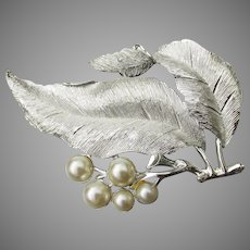 Sarah Coventry Vintage 1966 BIG Silvery Splendor Faux Pearl Leaf Pin