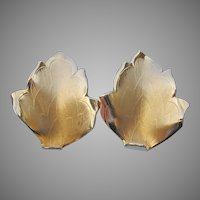 Signed GIOVANNI Vintage Textured Single LEAF Gold Tone Clip Earrings