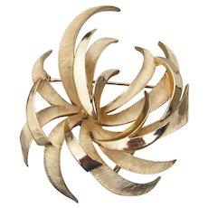 Vintage Crown TRIFARI Big Gold Tone Seaweed Pin