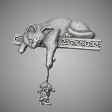 Signed JJ Jonette Jewelry Cat Catching Dangling Mouse Pewter Pin