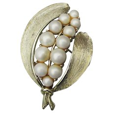 Signed LISNER 1960's Mid-Century Modern Faux Pearl LEAF Pin