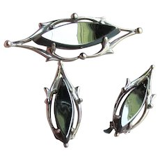 1960's Modernist WHITING & Davis Hematite Brooch Pin & Earrings Set