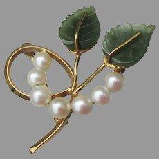 Pretty 1960's Vintage Signed WELLS 14k Gold Filled Jade & Cultured Pearl Leaf Pin