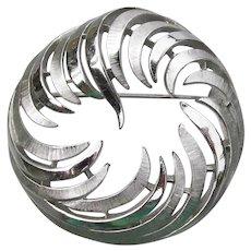 Crown TRIFARI Signed Mid-Century Modern Silver Tone Feather Circle Pin