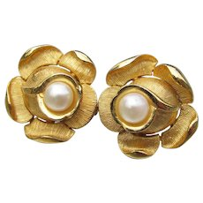 Crown TRIFARI Faux Pearl Vintage ROSE Flower Clip Earrings