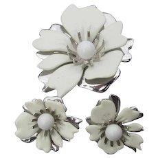 """Pretty Sarah Coventry 1960's Vintage """"New Summer Magic"""" White Enamel FLOWER Pin & Earrings Set"""