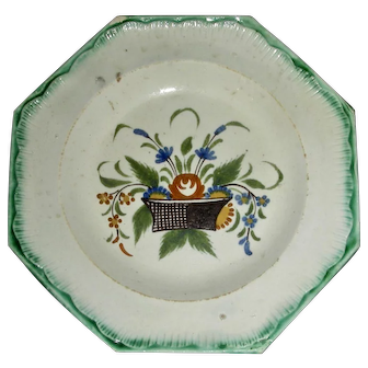 "5"" English Green Shell Edge Creamware Octagonal Plate w/ Flower Basket Decoration, c. 1780"