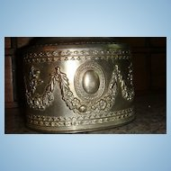 Large Metal Jewelry Casket: Roses, Vines, Medallion