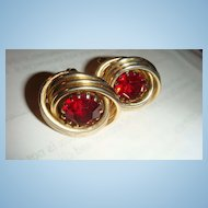 Beautiful Large Ruby Red Prong Set Rhinestone in Gold Tone Swirl Vintage SWANK Cufflinks