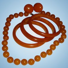 Bakelite Parure Necklace, 3 Bangle Bracelets and Screw On Button Earrings