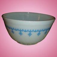 Vintage Pyrex 1 1/2 Quart Mixing Bowl Snowflake or Garland Pattern