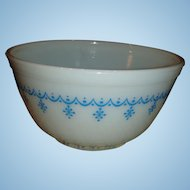 Vintage Pyrex 1 1/2 Quart Mixing Bowl Snowflake or Garland Pattern