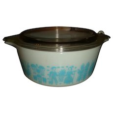 Pyrex Blue and White Amish Butterprint Handled 1 1/2 Pt. Casserole and Lid