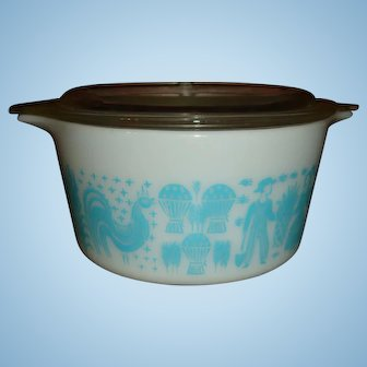 Pyrex Blue and White Amish Butterprint Handled 1 Quart Casserole and Glass Lid
