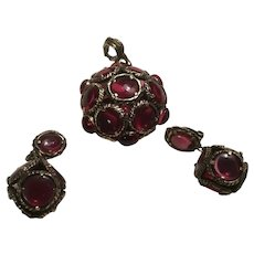 Crown Trifari Alfred Philippe Renaissance Collection Mock Ruby Pendant Dangle Earrings Poured Glass