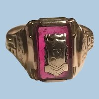 1939 10 Karat Gold Synthetic Ruby Cranberry Glass Signet Ring Crest Size 5
