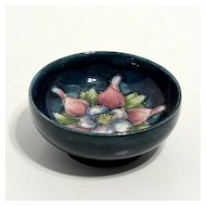 Small Moorcroft bowl – columbine pattern