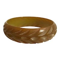 Bakelite Bangle Bracelet Carved in Translucent Vaseline Green