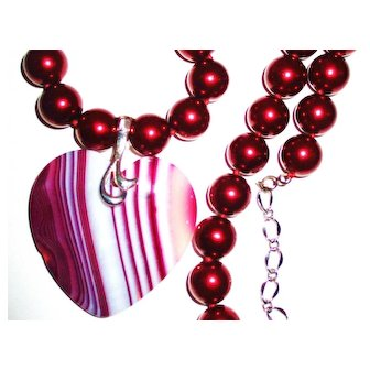 Red/White Agate Heart on Red Shell Pearl Necklace
