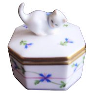 Herend Porcelain Ring Trinket Box with Kitten Finial - Hand Painted Blue Garland Design Measures 2-1/4""