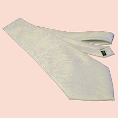 Vintage Steven  Land - White Jacquard Paisley Design -  Vintage 1980's Necktie