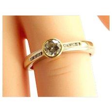 Vintage 18ct/k White & Yellow Gold 0.25 or 1/4 Carat Diamond RING