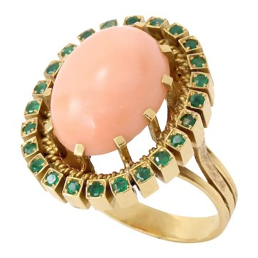 Impressive Vintage Coral and Emerald 18k Yellow Gold Ring