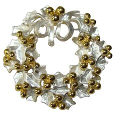 Lovely Vintage Christmas HOLLY WREATH Silver & Gold Pin Brooch