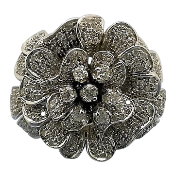 Wonderful Large Diamond Floral Cluster Spray Ring In 18Kt White Gold